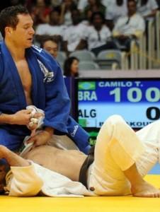Tiago Camilo levou o bronze no Grand Slam do Rio (Foto: Daniel Zappe/Fotocom.net)