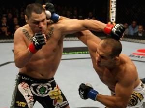 Com a mão pesada, Cigano nocauteia Velasquez no primeiro round de luta