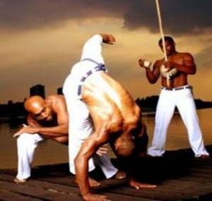 """Golpe de capoeira conhecido como """"rabo de arraia"""""""