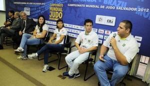 Atletas da Seleção Brasileira em Salvador, divulgando o Campeonato Mundial