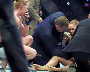 Foi uma derrota Holm mereceu vencer por ter sido melhorhellip