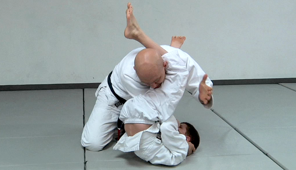 Post Thumbnail of Duas formas bem inusitadas de escapar do juji-gatame (armlock)